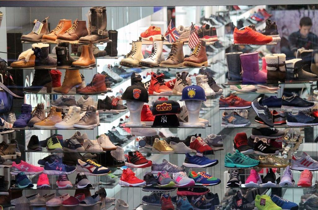 shoes-1713338_1280.jpg
